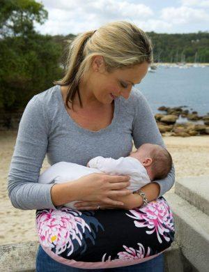 KissKiss HugHug Breastfeeding Pillow