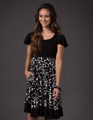 Laila & Spot printed short sleeved breastfeeding dress in black and white