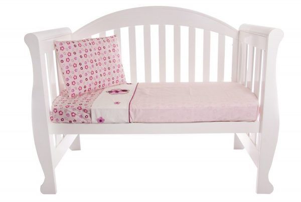 cot sheet set in raspberry garden design
