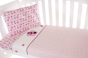 cot sheet set in raspberry garden theme