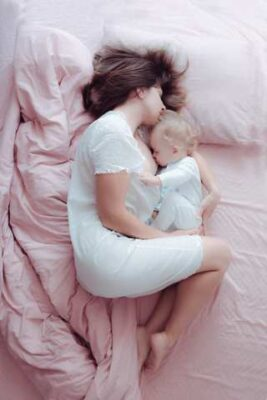 mum and baby co sleeping in cuddle curl position